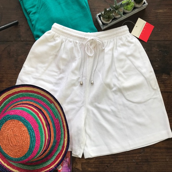 Clothing, Shoes & Accessories Liz Claiborne Women's White Elastic Waist Shorts Size Small New With Tags Shorts